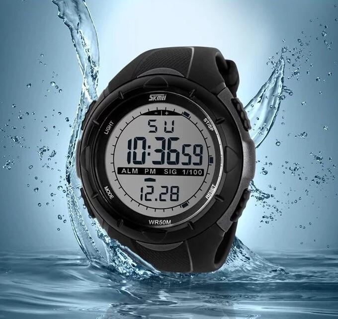 Спортивные часы для плавания