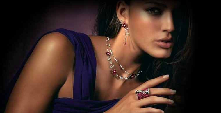 Колье и ожерелья для женщин